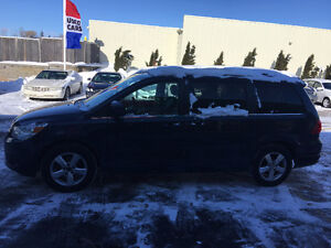 2009 Volkswagen Routan Highline Minivan, Van ****Dual dvds**Mint London Ontario image 1