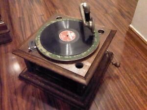 Antique Columbia Gramophone (working) with 15 Records and extra