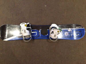 Dukes 125 Youth Snowboard with Burton bindings