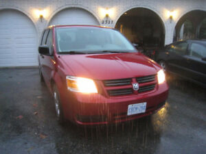 2008 Grand Caravan w/3rd row stow & go + trailer hitch & winters
