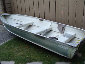 12 aluminum boat with 7.5 hp motor