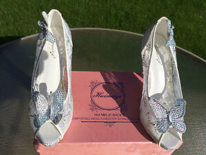 New Rhinestone with Butterflies Shoes......Size 7