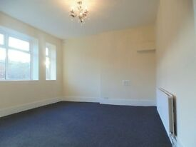 Lovely large 2 bedroom ground floor flat in Georgian House with gated parking Unfurnished