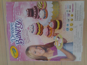 Crayola Dream Bakery with Model Magic Playset, Petite Treats NEW