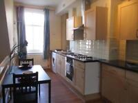 2 bedroom flat in 180A Woodhouse Lane
