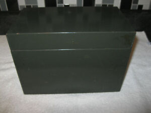I C made in CANADA - GREEN METAL HINGED STORAGE BOX