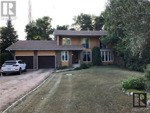 Great location bordering beautiful Molgat Park close to downtown