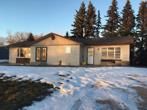 Killarney Acreage - MUST SEE (2 bed up, 2 rooms down)