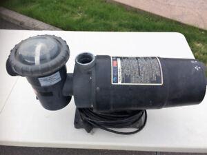 Pompe de piscine Club Pro 1 vitesse 1,5 HP de 2006.