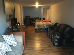 Bachelor apt 780 all inclusive  March 1
