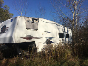 Savoy 5th wheel trailer parts only. London Ontario image 2