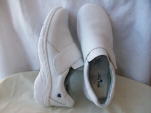 NEW LEATHER RUNNiNG SHOES NURSE MATES  WHOLE-SALE Sizes 7 to 11