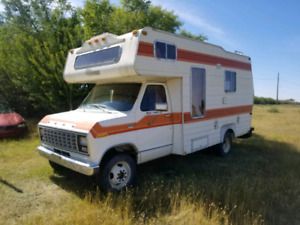 Ford Camper Special Chateau Okanagan motor home, 52k