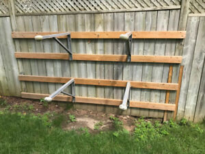 Kayak mounts for fence
