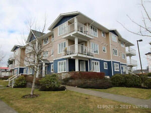 Great location + beautiful ocean views! 2 bed condo in the Tides
