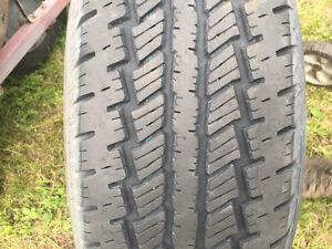 235-70-16 pneus neuf