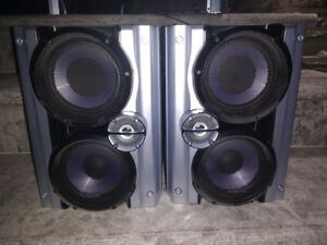 TWO 150W Sony Bookshelf Speakers 5 inch woofers Good Condition