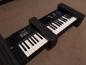 Native Instruments S49 Keyboard