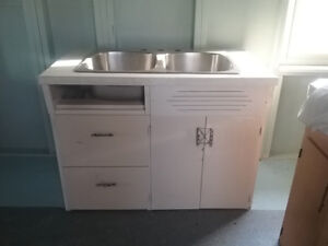 Sink cabinet with sink and taps