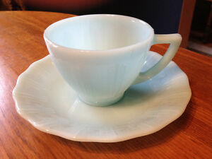 PYREX DELPHITE BLUE PIECRUST 3 CUPS, 2 SAUCERS London Ontario image 2