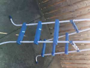 Swimming pool ladder
