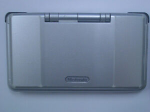 *****SILVER NINTENDO DS + MANY GAMES AVAILABLE!*****