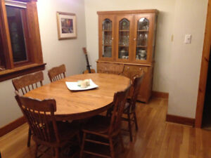 9 Piece Solid Oak Dining Set.  Table, 6 chairs, sideboard, hutch