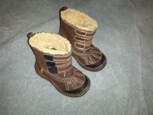 CARTER WINTER BOOTS -2-3 YEARS