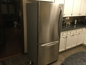 REFRIGERATOR - Stainless Steel