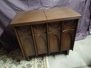 SEWING MACHINE CABINET/DESK