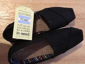 BLACK TOMS SHOES - w7.5 NEW w/ tag.