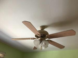 Ventilateur de plafond avec 4 lumières - $35