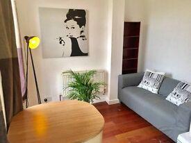 Lovely 2 bedroom flat in heart of Camden !!.