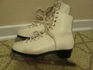 Ladies Size 7 Figure Skates