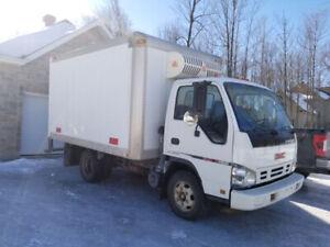 camion réfrigéré  prêt à travailler