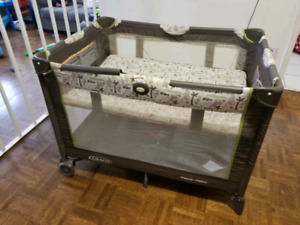 Graco play-yard with bassinet (excellent condition)