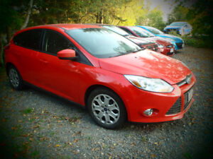 "2012 Ford Focus SE Hatchback NICE CAR""WORKS AND DRIVES LIKE NEW"""