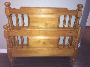 2 ensembles de Tête et pied de lit en bois