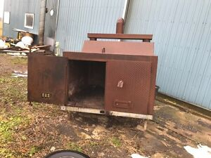 Huge wood stove, burns pallets shop barn shed garage