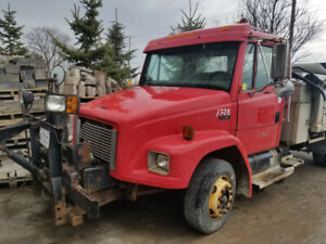 FREIGHTLINER FL 60 DUMP TRUCK WITH AIR BRAKES AND ALUMINIUM BOX.
