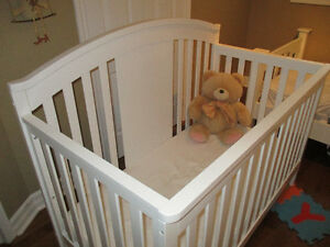Beautiful Convertible BABY Crib. Like *NEW*