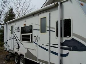 Very Clean, Gently Used Palomino Thoroughbred Trailer