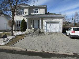 Maison avec garage à Chamfleury, Ste-Rose, Laval.