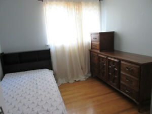 ROOM FOR RENT ASIAN  FEMALE STUDENT/WORKING  FEMALE