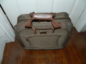 UNDER THE SEAT LUGGAGE BY LONDON FOG