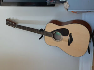 Selling Yamaha FG800 for 250 (including stand and tab)