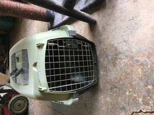 Hardly used cat crate