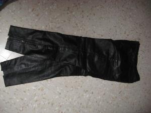 A vendre pantalon de cuir idéal pour moto