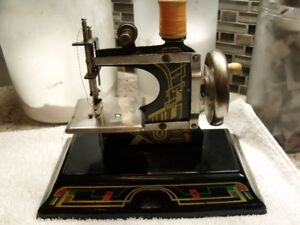 ANTIQUE JOUET MACHINE A COUDRE 1940 GERMANY