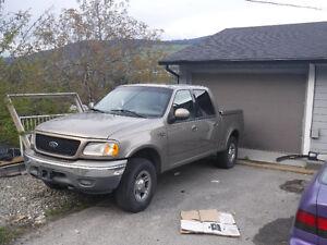 2001 Ford F-150 SuperCrew Lariat Pickup Truck